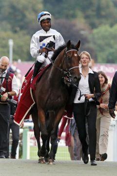 Als Gr. I-Sieger vom Geläuf in Longchamp: Was für ein Erfolg für Eduardo Pedroza und Altano. www.galoppfoto.de - Frank Sorge