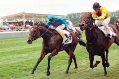 Der erste von zwei Siegen in der Holsten-Trophy für Areion gelang 1998 mit Andreas Boschert. www.galoppfoto.de