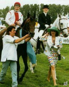 Lando mit Andrzej Tylicki und Janet Ostermann 1993. www.galopp-hamburg.de