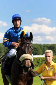 Adlerorden mit Youssef Echariaa nach dem Sieg in Hoppegarten am 25.05.2014. www.galoppfoto.de - Frank Sorge