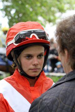 Cecilia Müller im Porträt, Halle 2012. www.galoppfoto.de - Frank Sorge