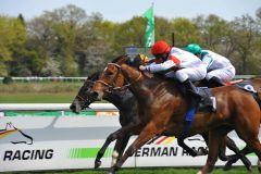 Lovelyn gewinnt knapp, aber sicher mit Andrasch Starke im Kölner Maidenrennen. Foto: Ursula Stüwe-Schmitz