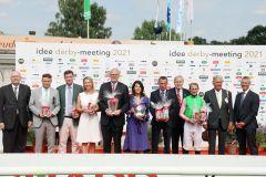 Die Siegerehrung nach dem IDEE 152. Deutschen Derby für das Team um den Sieger Sisfahan. ©galoppfoto - Frank Sorge