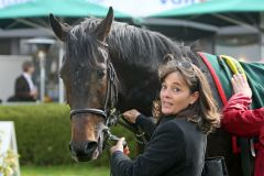 Il Divo mit Susanne Woehler nach dem Sieg. www.galoppfoto.de