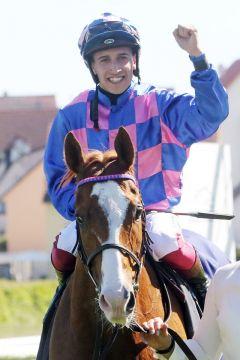 Premiere für beide: Itobo und Marco Casamento gewannen ihr jeweils erstes Gruppe-Rennen. www.galoppfoto.de