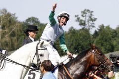 Jubelnder Andrasch Starke auf Lucky Speed nach dem Sieg im Sparda 144. Deutsches Derby. www.galoppfoto.de - Marius Schwarz
