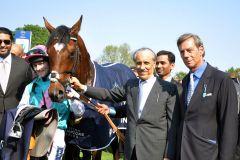 Juddmonte-Besitzer Khalid Abdullah mit seinem Superstar Frankel und Trainer Sir Henry Cecil. www.galoppfoto.de - John James Clark