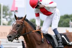 Laccario mit Eduardo Pedroza gewinnt das IDEE 150. Deutsche Derby. www.galoppfoto.de
