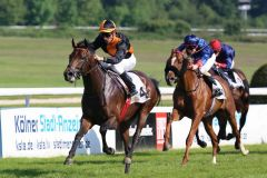 Lucky Lion gewinnt mit Ioritz Mendizabal das  Mehl-Mülhens-Rennen. Foto: Dr. Jens Fuchs