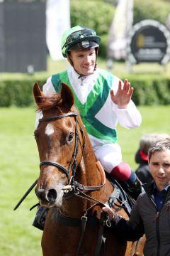Bisher größterTreffer auch für Jockey Frederik Tylicki, der die Adlerflug-Tochter zum Gr. II-Sieg im Diana-Trial steuerte. www.galoppfoto.de - Frank Sorge