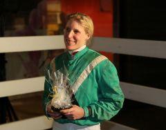 Eva Maria Herresthal nach dem Sieg mit Ohne Tadel im 1. Wertungslauf zur Perlenketten 2017 in Neuss. Foto: Dr. Jens Fuchs