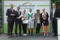 Siegerehrung mit F.-A. Leisten, Trainer Markus Klug, Andreas Helfenbein, Heike Bischoff-Lafrentz. Foto Gabriele Suhr