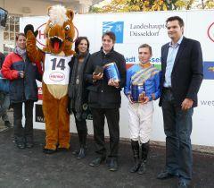 Siegerehrung mit Trainer Markus Klug und Jockey Stephen Hellyn (Foto G. Suhr)