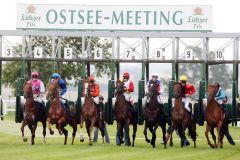 Start zu den Rennen beim Ostsee-Meeting in Bad Doberan. www.galoppfoto.de.