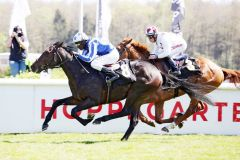 Storyinword gewinnt mit Eduardo Pedroza im Dreijährigen-Rennen und hat auch die passende Derbynennung dazu. www.galoppfoto.de - Sabine Brose
