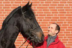 Trainer Roland Dzubasz mit Lac Leman. www.galoppfoto.de - Sabine Brose