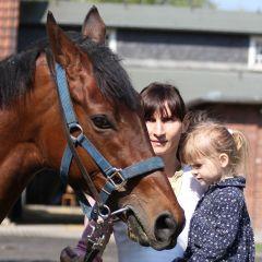 Anett Keller mit Tochter Ruby und Waldpark Sommer 2011