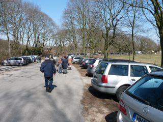 Entlang der Zufahrtsstraßen kann bequem geparkt werden. Foto Karina Strübbe
