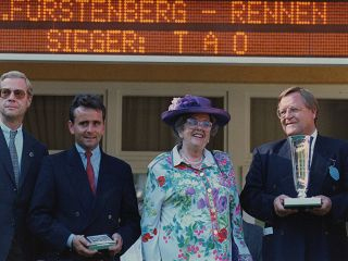 Besitzer des ersten Gruppesieger im Rennstall Wöhler, Tao: Willi Bechmann und Frau 1991 nach dem Sieg im Fürstenberg-Rennen