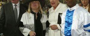 Feiern in Dubai Paolinis Erfolg im Duty Free, Gr. I: Besitzerin Carde Ostermann-Richter (zweite von links) und Rolf Ostermann (l