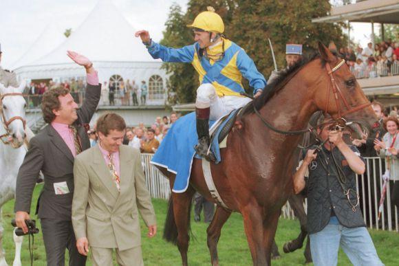 Der Sieg mit Tiger Hill im Großen Preis von Baden 1998. www.galoppfoto.de