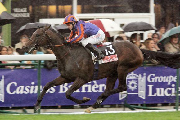 Hurricane Run (Kieron Fallon) gewinnt den Prix de l'Arc de Triomphe Lucien Barriere auf der Galopprennbahn Longchamp und wird Welt-Champion des Jahres 2005: www.galoppfoto.de - Frank Sorge
