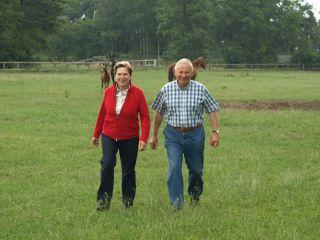 Selbst als Züchter aktiv: Herbert und Karin Kahrs mit ihren Mutterstuten nebst Fohlen. www.dequia.de - Silvia Göldner