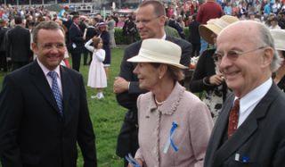 Ruth und Reinhard Delius(r.)  mit ihrem Sohn Johann-Henrich (Mitte) und Trainer Andreas Wöhler im Derby-Führing 2007 mit Waldvogel. www.dequia.de