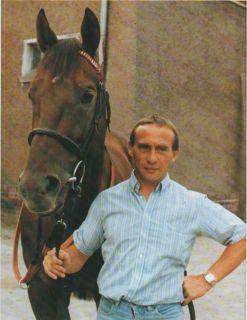 Mondrian war sein Meisterstück: Trainer Uwe Stoltefuß mit seinem Derbysieger 1989. Foto: Archiv